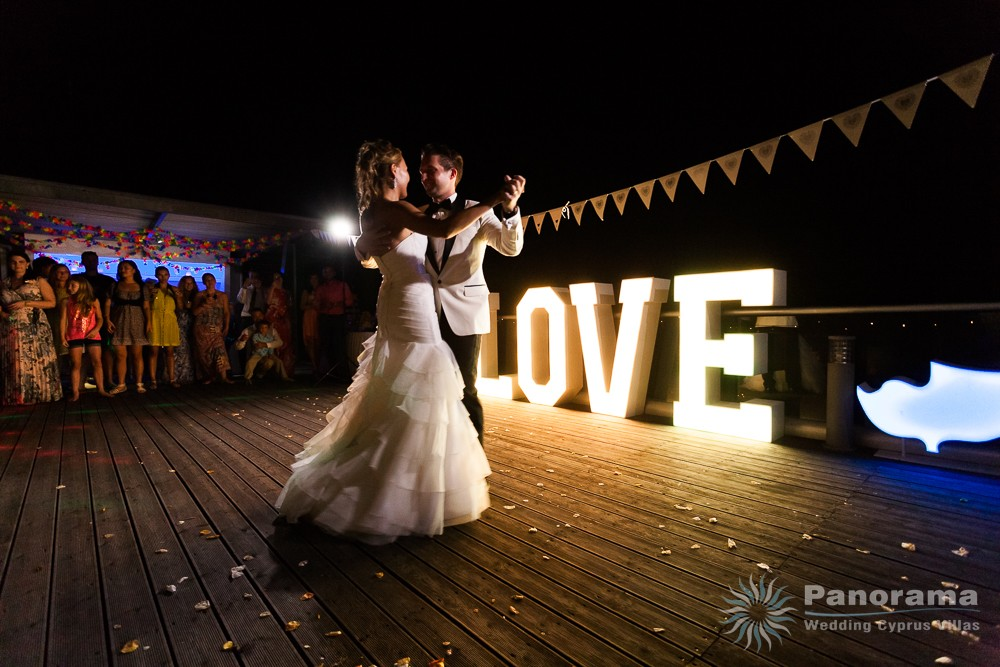 love lights with bridegroom dance