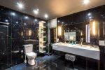 luxury bathroom-min