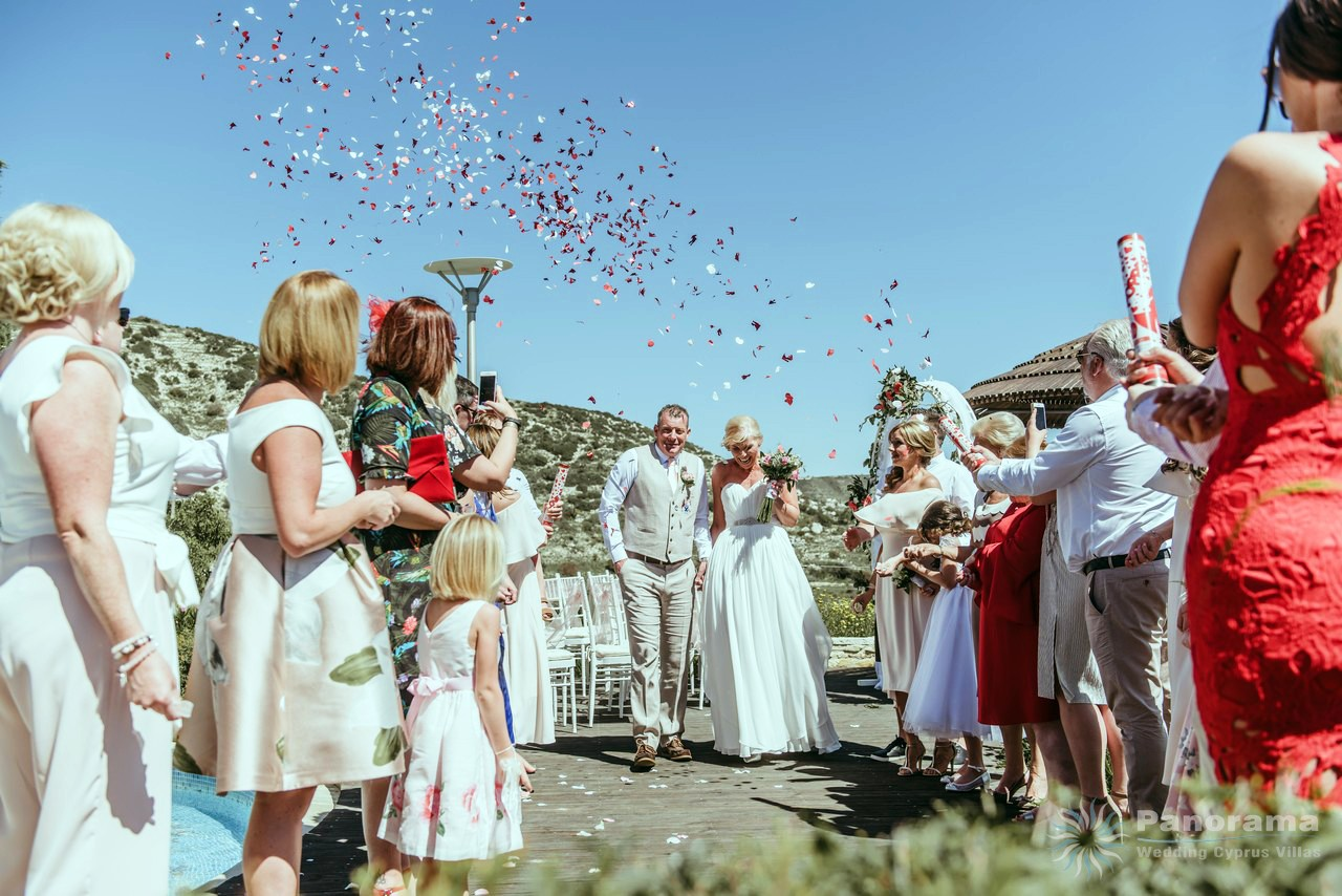 wedding confetti ceremony at the villa