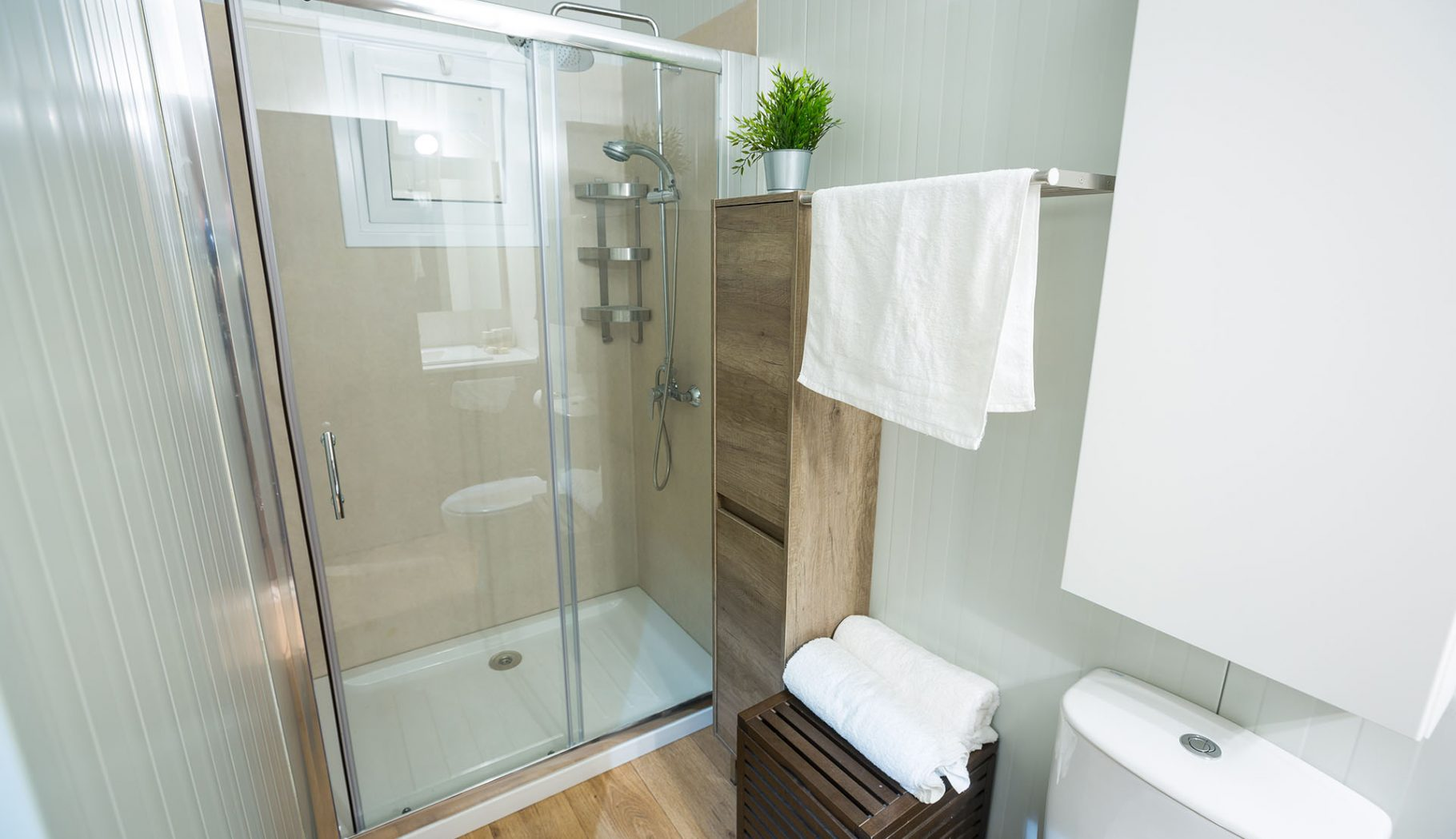 villa's bathroom panorama edge