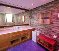 bathroom (main house)