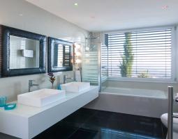 Oceania Villa Bathrooms