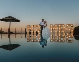 Mr & Mrs -Panorama